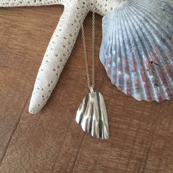 Stering Silver Scallop Shell Necklace