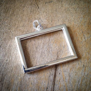 SILVER Small horizontal RECTANGLE Picture Frame Pendant -  Mini Charm Frames Jewelry Supplies