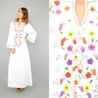 60's White EMBROIDERED Floral Caftan Dress