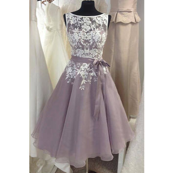 Knee Length Tulle fino Lavender Bridesmaid Dress With White Lace V Back Short Women Formal Dress for Weddings Custom Size