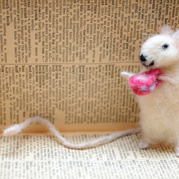 Felted mouse bookmark with a cup of tea!