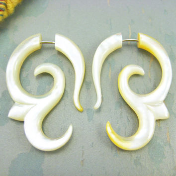 Fake Gauges Earrings Mother Pearl Earring Spiral Flower  Tribal Earrings - FG007 AS