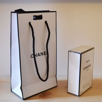 Chanel No 5 Eau de Parfum Spray 50ml brand new sealed with gift bag and ribbon