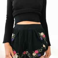 NUSA EMBROIDERY SHORTS- BLK