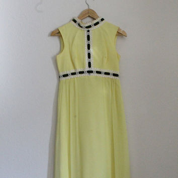 Spring Yellow 1970s Vintage Dress perfect for Easter