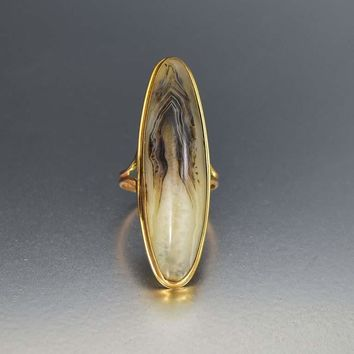 Edwardian Gold and Banded Agate Oval Ring