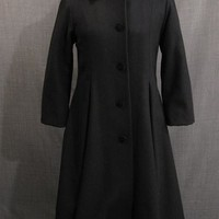 Costumes/Childrens/Girl's/09018756 Overcoat Child's 1900s, black wool velvet collar, Girl's Size 12