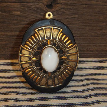 Victorian Radio Pendant / Ivory White Stone and Gold Finish / Hokutone Japan Transistor / Vintage 1960s