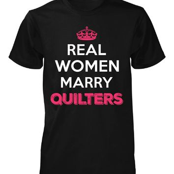 Real Women Marry Quilters. Cool Gift - Unisex Tshirt
