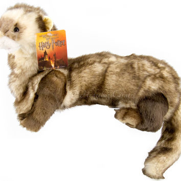 Wizarding World Harry Potter Ferret Puppet Plush Diagon Alley NEW