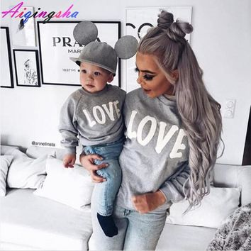Family Sweaters LOVE Sweatshirts for 2018 Autumn Winter Mommy and Me Mother Daughter Clothes Family Clothing Mom Son Outfits