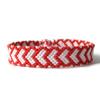 "white friendship bracelet with red hearts, unisex adult macrame wristlet, valentines day gift ""red hearts"", 15 cm (5,9 inches)"