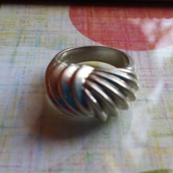 P STFR 925 Sterling Silver Dome Wavy Texture Ring Ladies Size 5.5 Vintage Estate Cocktail Statement Modernist Mod
