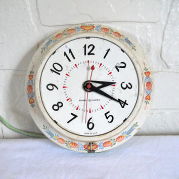 Cottage Clock Shabby Cottage Decor Wall Kitchen Clock Old Clock Metal Clock Hanging Clock Shabby Decor Cute Clock Tole Wall Chippy Paint
