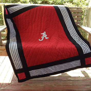 Houndstooth Baby Quilt, Alabama, baby bedding, crib comforter, comforter, bedding, bama fan,