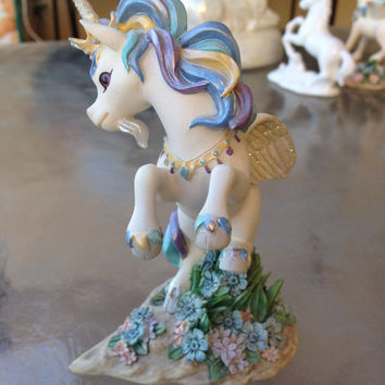 Unicorn Figurine, Fantasy Figurine, Pegasus Unicorn Figurine, Collectible Unicorn Figurine, Hamilton Collection Glance Unicorn Figurine