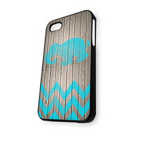 Mint chevron ELEPHANT on dark wood background iPhone 4/4S Case