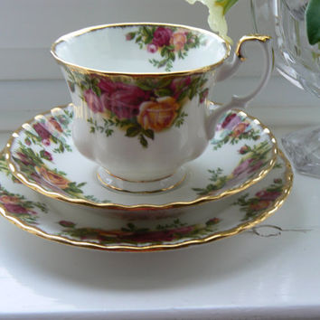 Royal Albert  1960's Vintage Old Country Roses tea trio