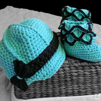 Baby girl crochet hat and boots, newsboy hat, baby booties, newborn shoes