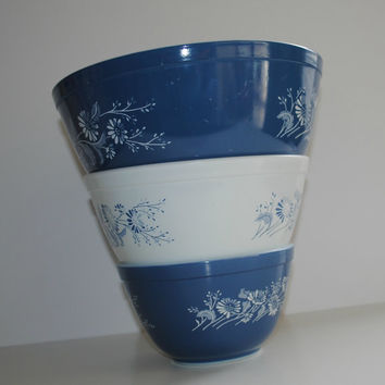 PYREX Colonial Mist Set of 3 Mixing Bowls - (500.47)