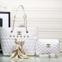CHANEL Lash package Woman shopping leather metal chain shoulder bag White