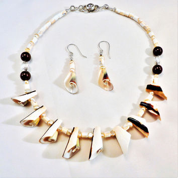 Everlasting Curly Shell and Silver Necklace and Earring Set
