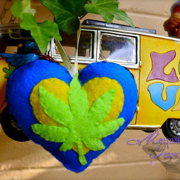 Pot Leaf Ornament Ganja Pakalolo Marijuana by PeaceLovePakalolo