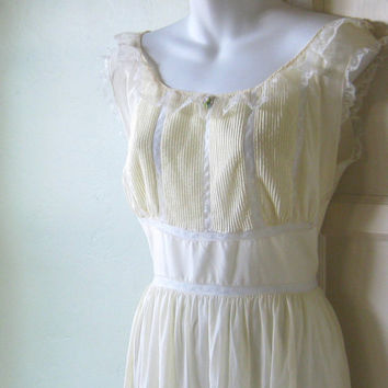 High Waisted Pale Yellow Midcentury Nightgown - Barbizon Vintage Long Yellow Nightgown; Lace & Rose Embellished - Medium Vintage Nightgown