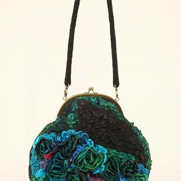 "Crossbody bag ""Aislinn"" women felted"