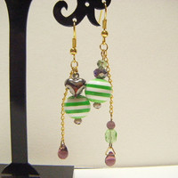 Green and violet earrings with heart, beaded dangle earrings, kawaii dangle earrings, green and violet dangle earrings, gift for her, ooak.