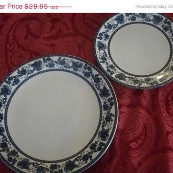 Classic Blue and White English Ivy Sonoma Pattern Ten Inch Dinner Plates Johnson Brothers Ironstone Tableware