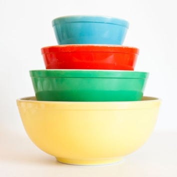 Vintage 1940s Pyrex Primary Mixing Bowl Set, Yellow Green Red Blue Thick Walled Nesting Bowls, Set of Four
