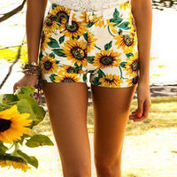 White Sun Flower Print Short With Pocket