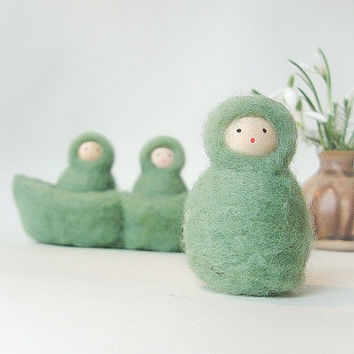 3 Peas in a Pod, Wool Needle felted miniature spring garden friends, Waldor art, Nature Table, Green, Wool