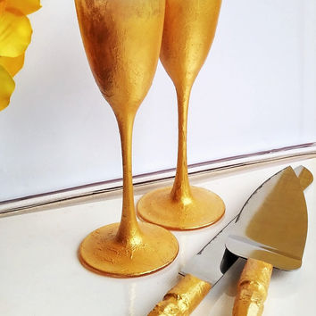 Personalized Wedding glasses Cake Server Set cake knife gold bride and groom set of 4 wedding toasting flutes gold wedding flutes cake set