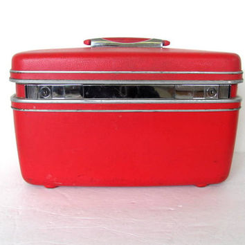 Vintage Red Samsonite Hard Shell Train Case with tray and keys