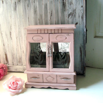 Pink Vintage Jewelry Box, Blush Pink Bridesmaid Gift Jewelry Box, Baby Pink Coral Wooden Jewelry Holder, Shabby Chic, Cottage Chic Gift Idea