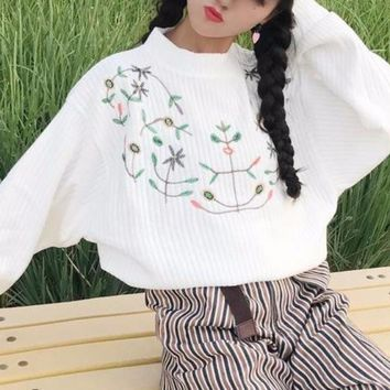 FLORAL EMBROIDERED SWEATER