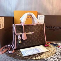 KUYOUU L086 Louis Vuitton LV Champagne Bag in 1932 Neonoe Monogram Canvas Handbag 32-21-13cm Pink