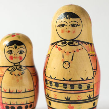 Vintage Matryoshka nesting dolls 2 straw red shades hand painting Soviet Matryoshka wooden doll