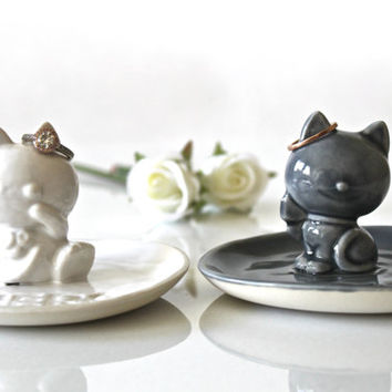 Handmade Ceramic Ring Dish - Porcelain Cat Ring Holder - Pottery Ring Dish Wedding Gift - Cat Pottery - Cat Home decor - Cat figurine