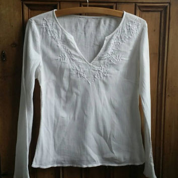 Vintage clothing / womens peasant blouse / embroidered top / white blouses / hippie shirt / festival clothing / Dolly Topsy Etsy UK