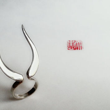 Adjustable silver horn ring, double ring, antler ring, statement ring, contemporary, Japanese samurai design, minimal silver grey, red