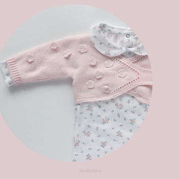 Knitted baby cache-coeur in soft pink with crochet flowers for a baby girl. 100% cotton. READY TO SHIP size Newborn.