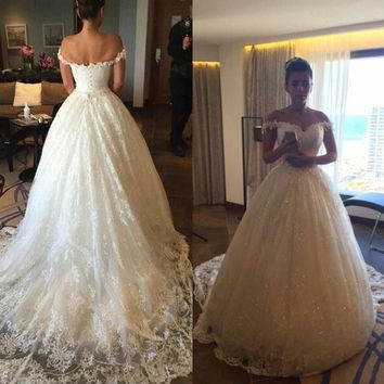 Vintage Ball Gown Wedding Dresses 2017 New Appliques Sweetheart Backless Button Court Train Bridal Gowns