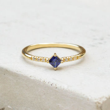 Diamond Shaped Ring - Gold + Sapphire