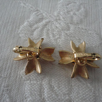 Trifari Gold Tone Textured Floral Ladies Clip On Vintage Earrings
