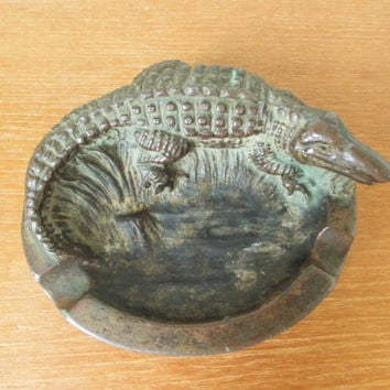 Dodge USA cast metal alligator or crocodile ashtray