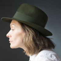 Moss green fedora for women Mayser. Vintage lady fedora felt. Wool hat hunter feathers trim hat. Wide brim lady hat Germany Autumn fashion
