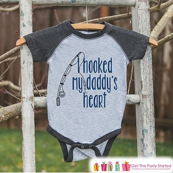 Boys Father's Day Outfit - Kids Grey Raglan Shirt - Hooked Daddys Heart Fishing Happy Father's Day Onepiece or Tshirt - Childrens Raglan Tee